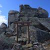 金櫻神社(かなざくらじんじゃ)奥宮・金峰山(2599m)山頂 「五丈岩」